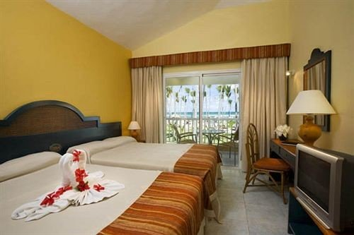 Bedroom Elegant Scenic views Suite property cottage Villa Resort condominium