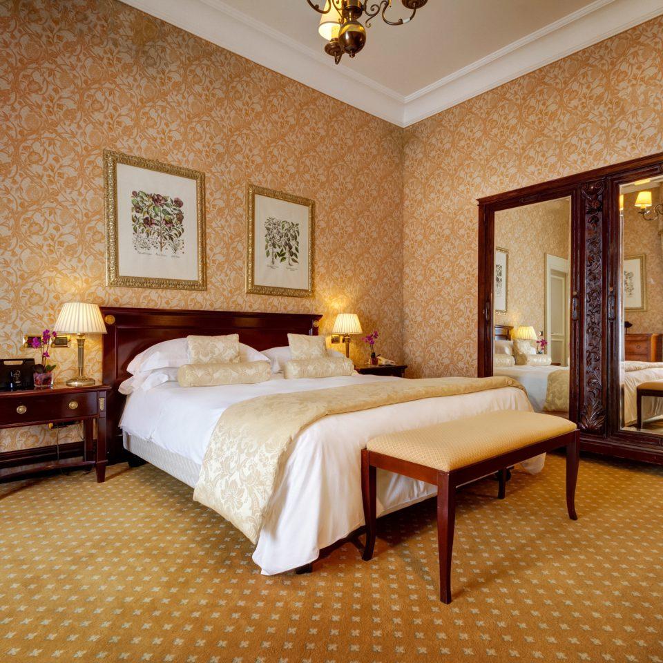 Bedroom Elegant Resort property Suite cottage hardwood Villa