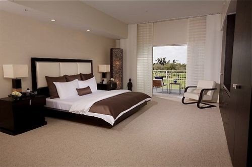Bedroom Elegant Suite property condominium living room home hardwood Villa cottage