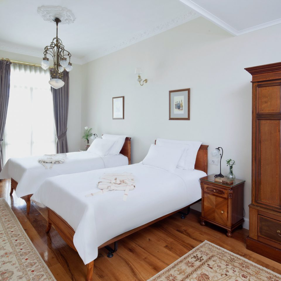 Bedroom Elegant property Suite cottage hardwood home Villa