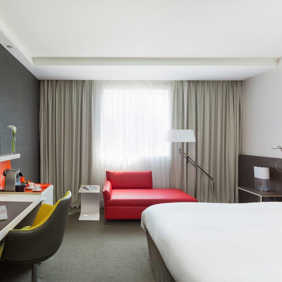 Bedroom Entertainment Modern Resort property Suite condominium living room flat