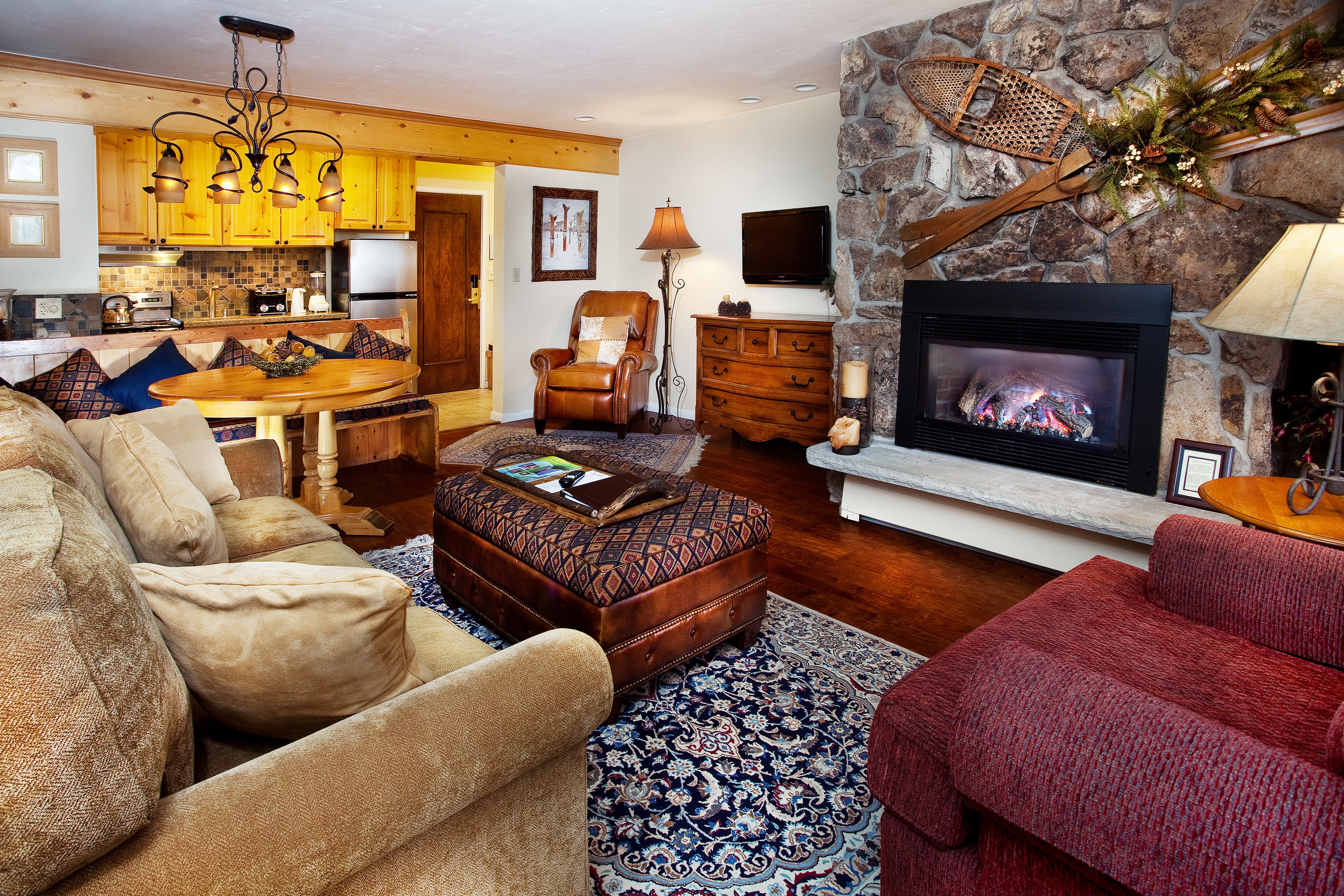 Family Fireplace Kitchen Lodge Luxury Rustic sofa living room property home cottage Suite Bedroom