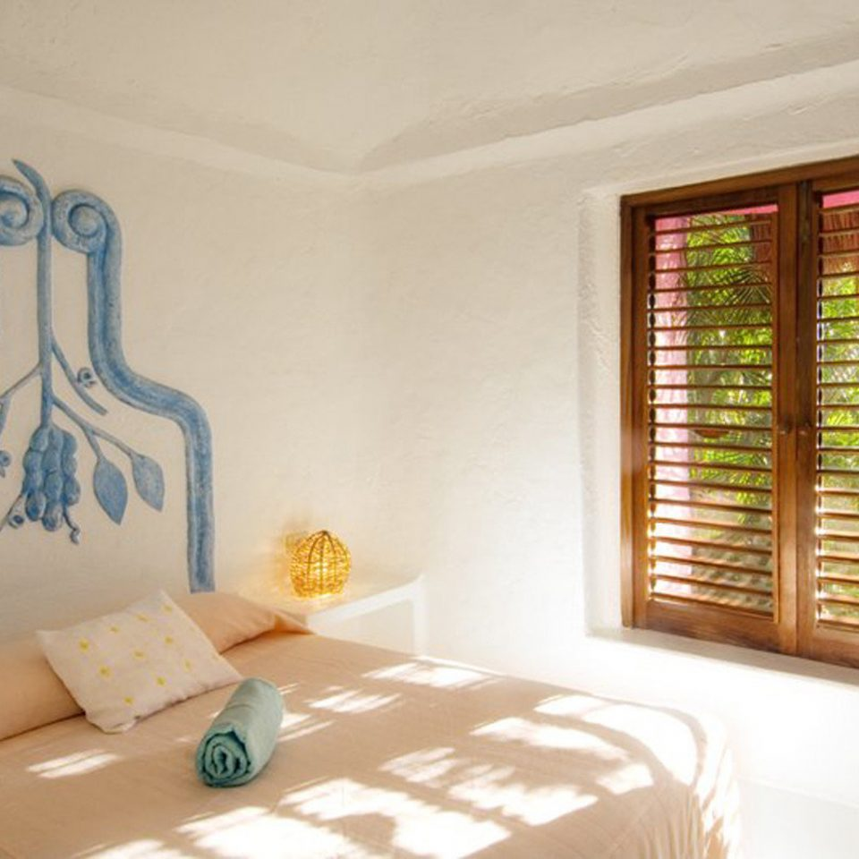 Bedroom Family Island property living room cottage Suite