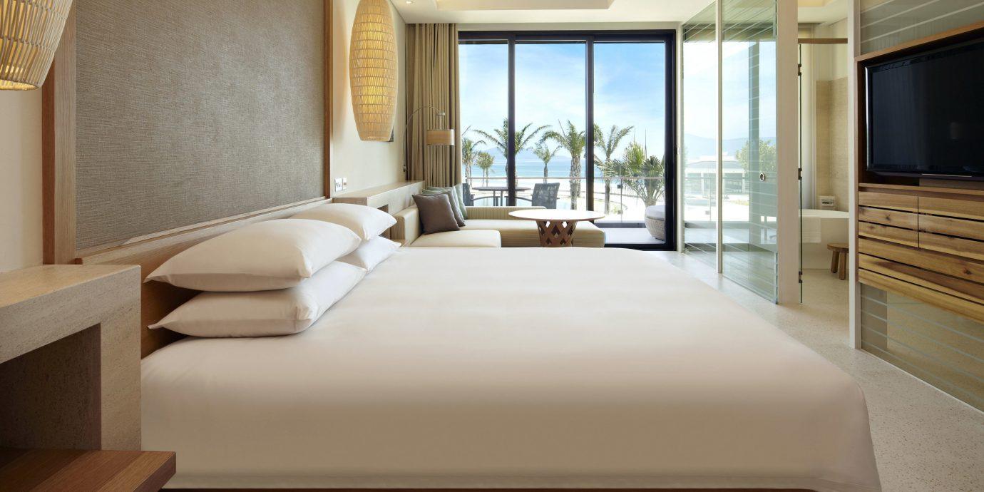 Bedroom Family Modern Resort Suite property condominium living room home