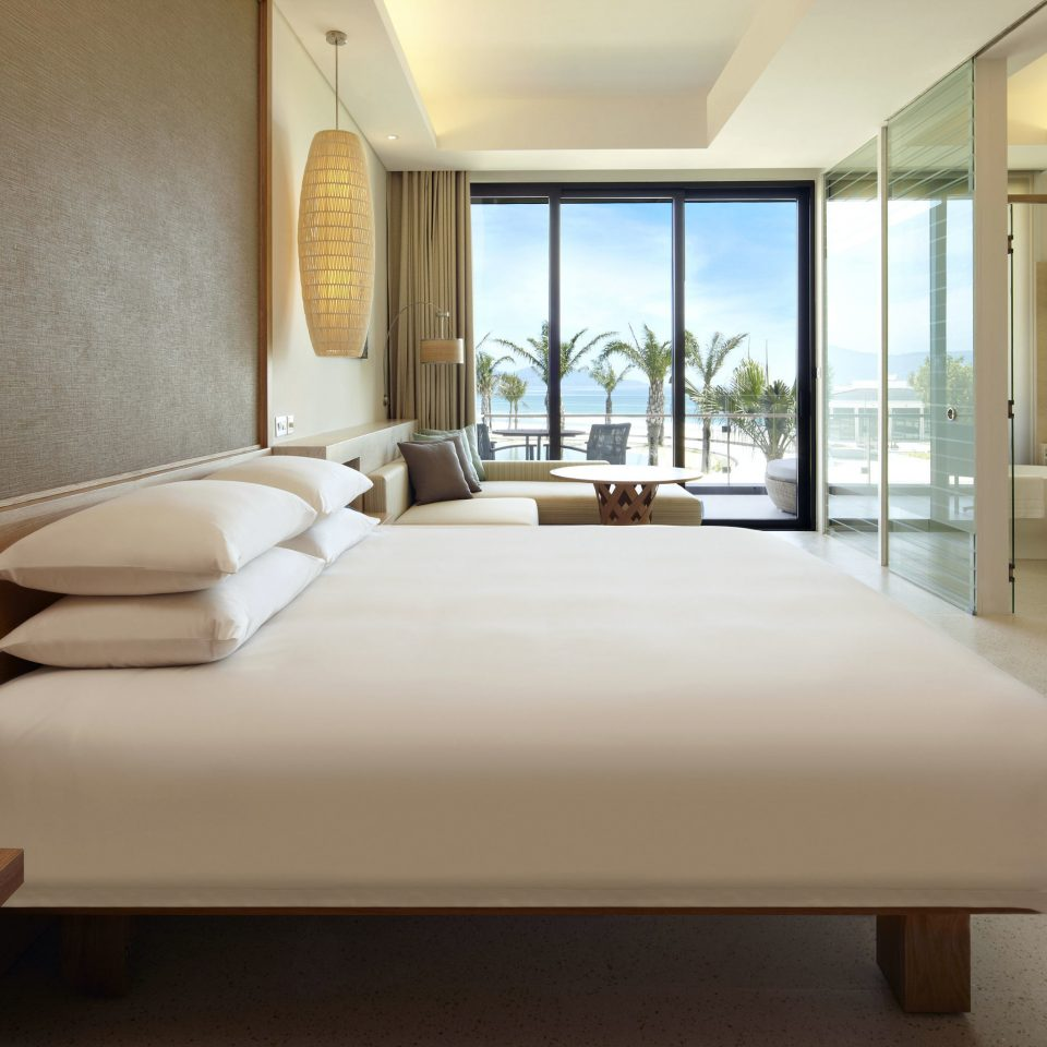 Bedroom Family Modern Resort Suite property condominium living room home