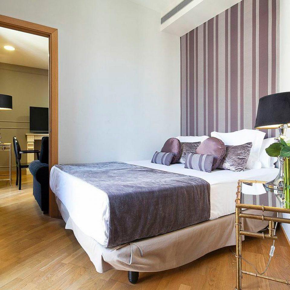 Bedroom Family Modern Suite property cottage home Villa condominium