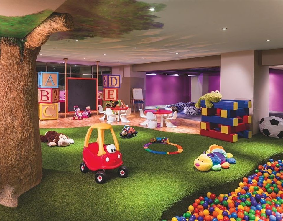 Family Resort grass recreation room Play screenshot living room colorful toy Bedroom colored
