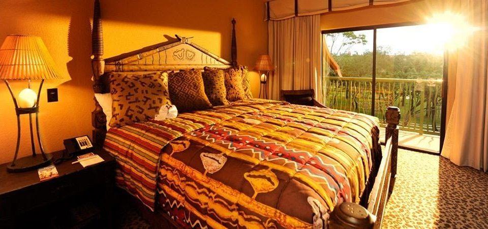 Bedroom Family Resort property cottage Suite bed sheet lamp
