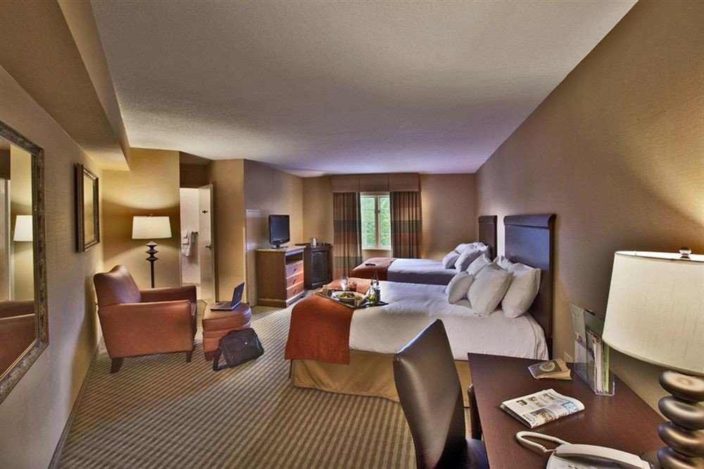 Bedroom Family property Suite condominium living room Resort