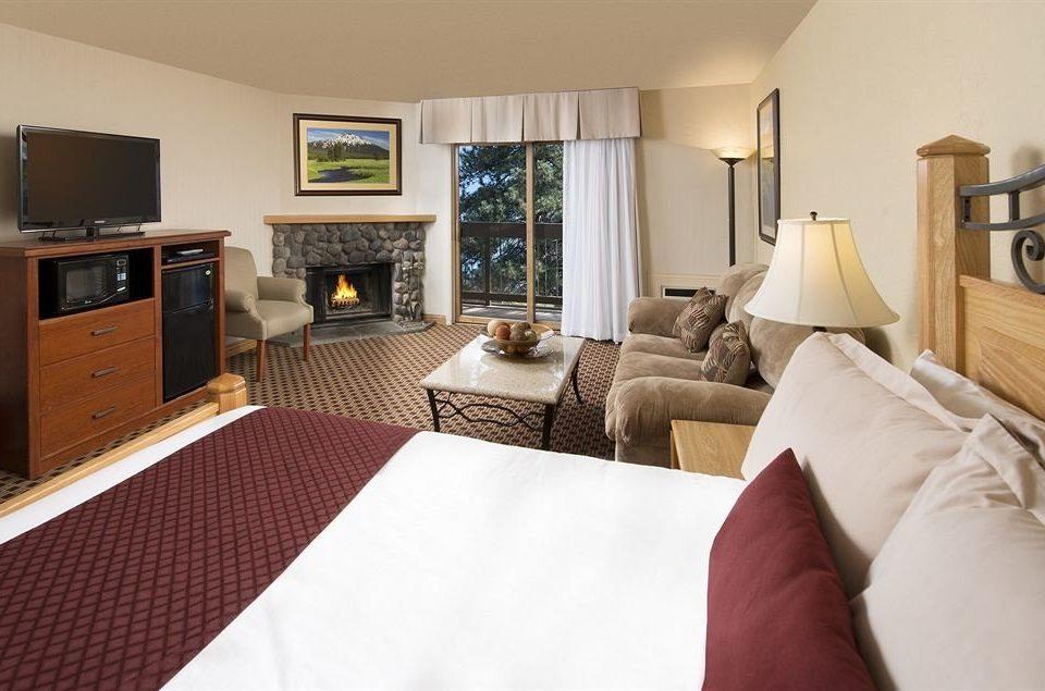 Bedroom Family Resort sofa property Suite home cottage living room condominium flat