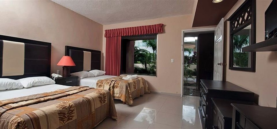 Bedroom Family property home Suite living room cottage Villa condominium mansion