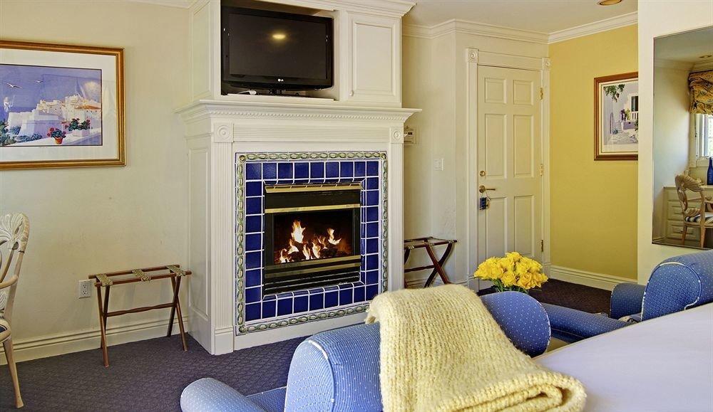 sofa Fireplace fire property living room home cottage hardwood Bedroom