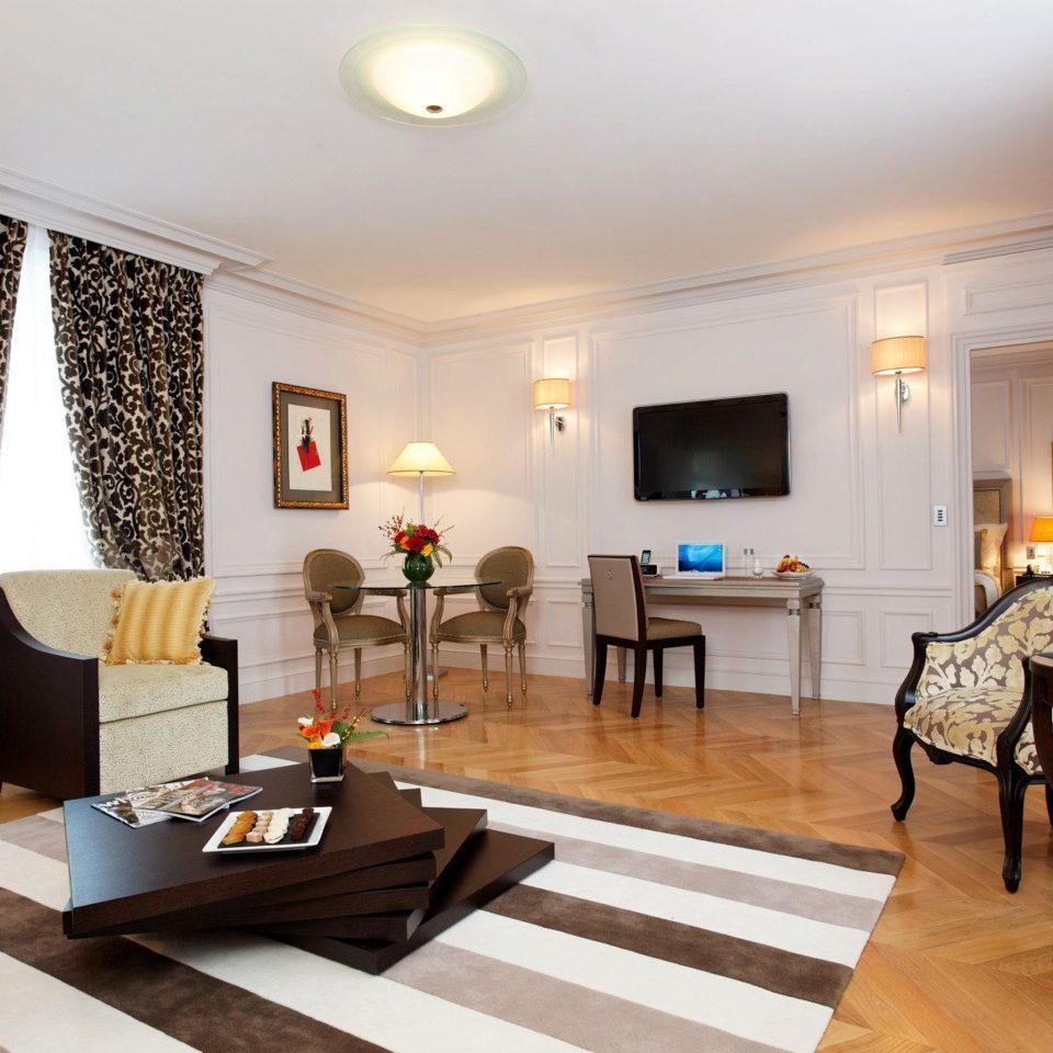 Fireplace Hip Lounge Luxury Modern living room property home Suite condominium hardwood Villa cottage nice Bedroom