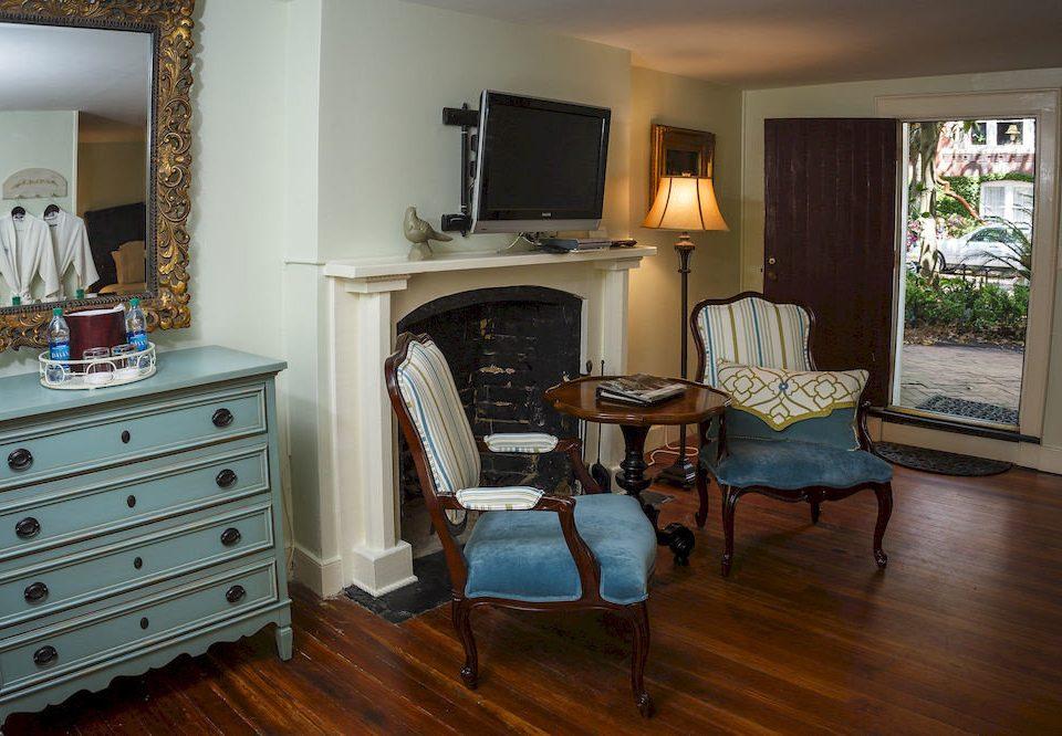 Fireplace Historic Lounge property home cottage hardwood living room Bedroom wood flooring farmhouse hard