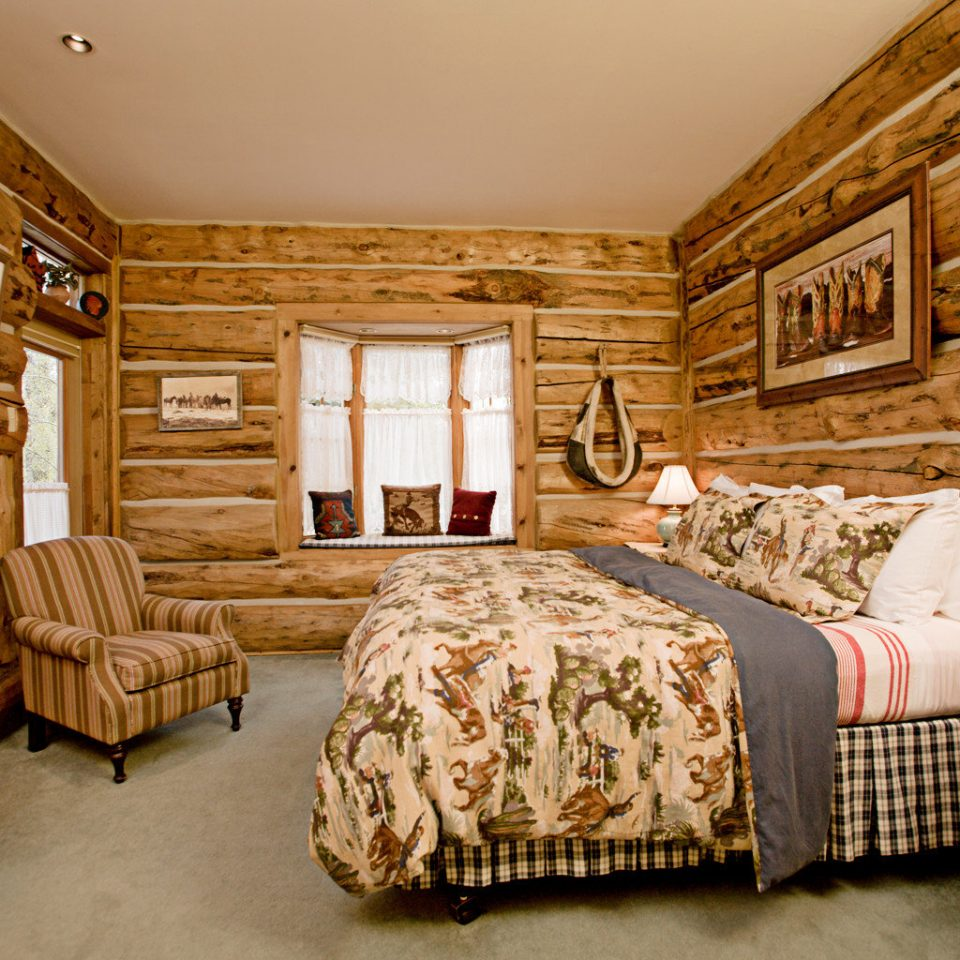 Bedroom Fireplace Inn Rustic property living room home cottage hardwood log cabin farmhouse Suite
