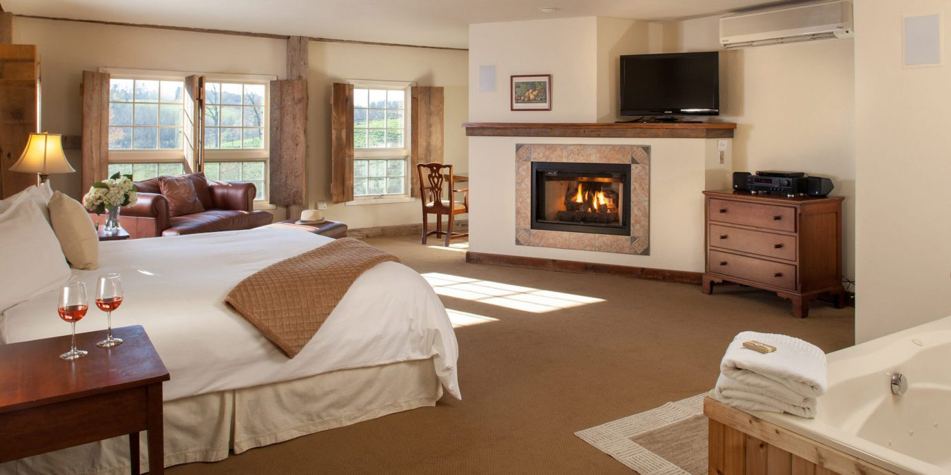 Bedroom Fireplace Inn Rustic property home Suite living room hardwood cottage condominium Villa