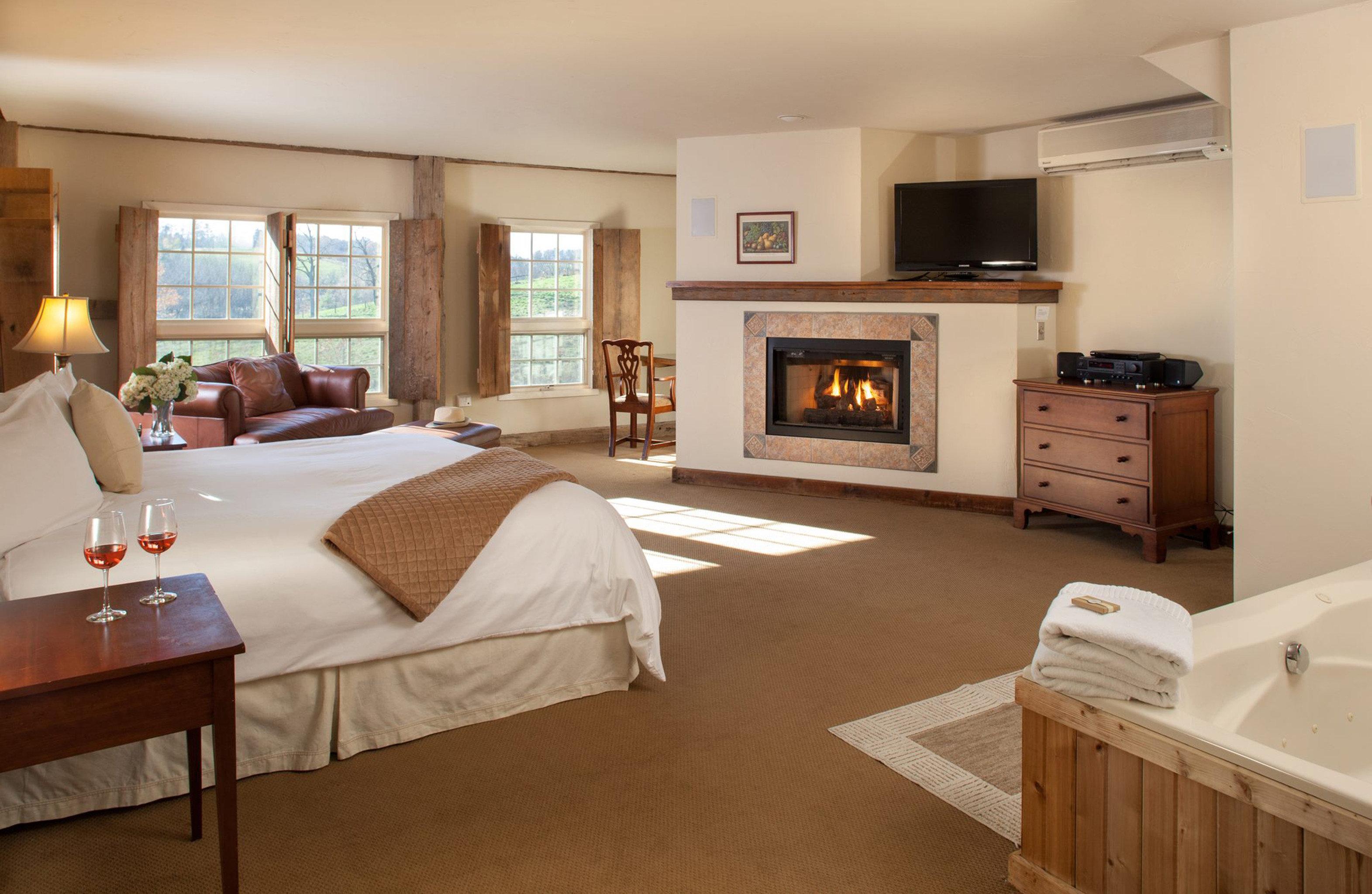 Bedroom Fireplace Inn Rustic property home Suite living room hardwood cottage condominium Villa