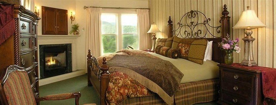 Bedroom Fireplace Inn sofa property home cottage living room bed sheet Suite mansion