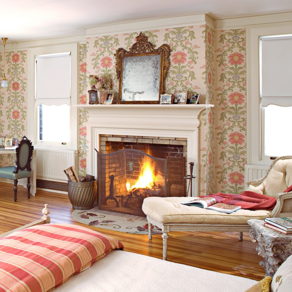 Bedroom Fireplace Lodge sofa fire living room property home cottage hardwood farmhouse