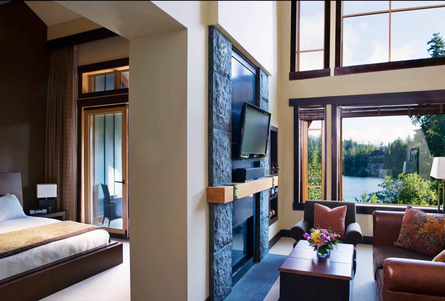 Bedroom Fireplace Lodge Luxury Mountains Romantic Scenic views Suite sofa property living room condominium home Villa cottage