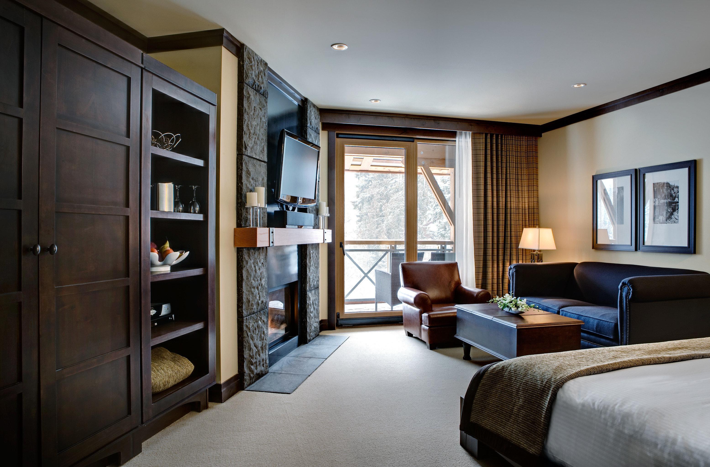 Bedroom Fireplace Lodge Luxury Mountains Romantic Scenic views Suite Trip Ideas property living room home condominium