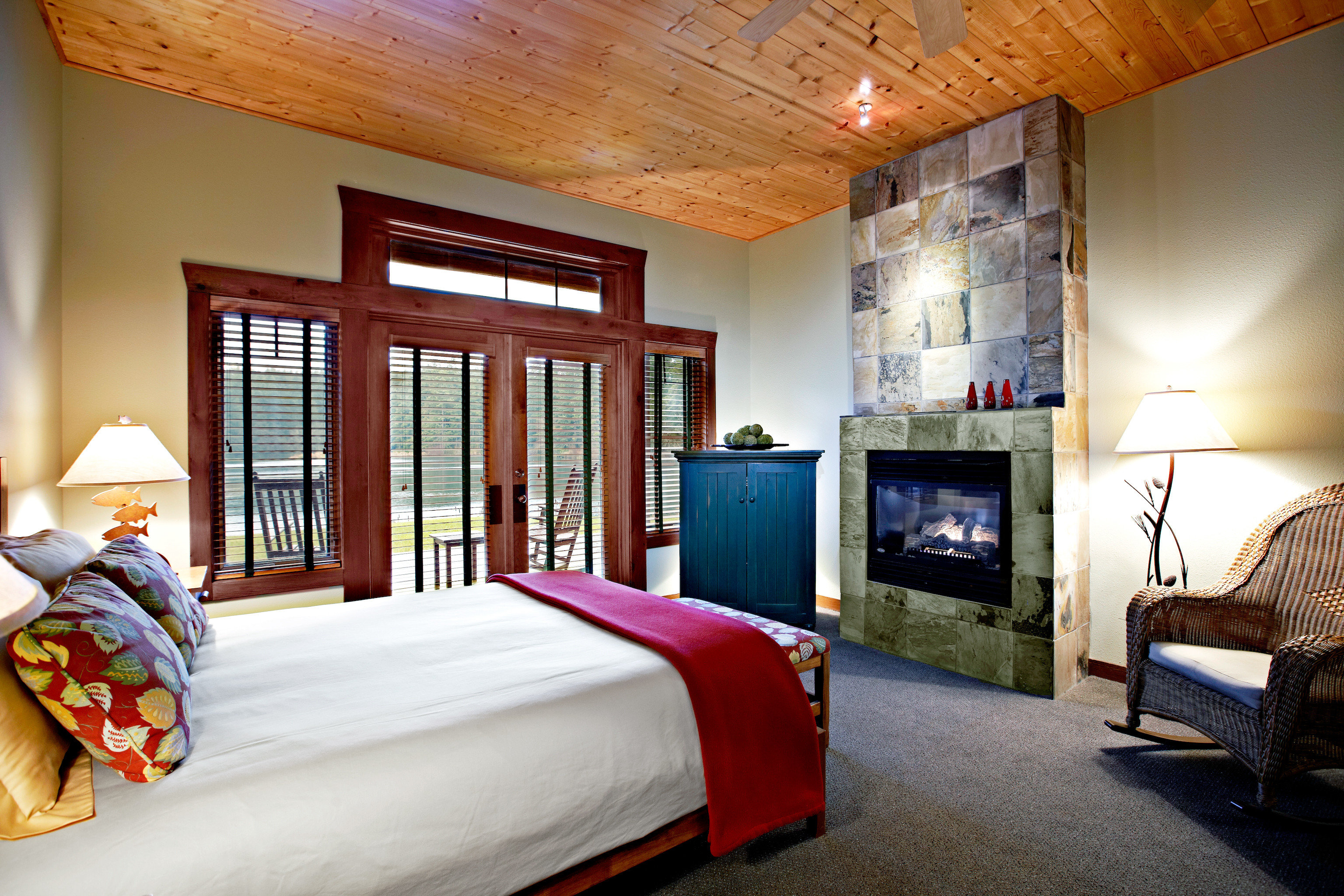 Bedroom Fireplace Lodge Resort Rustic Scenic views sofa property house home living room cottage pillow farmhouse