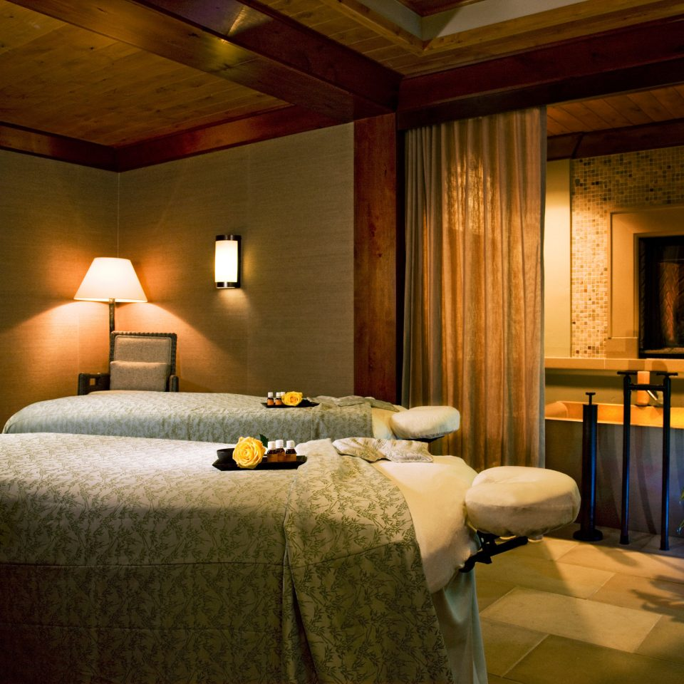 Fireplace Lodge Spa Wellness property Suite home living room Bedroom cottage mansion Villa