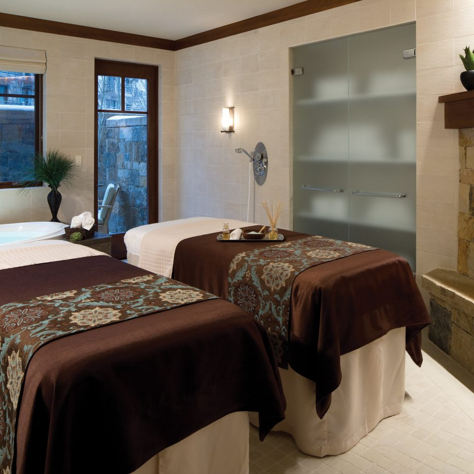 Fireplace Resort Spa Wellness Bedroom property Suite cottage home
