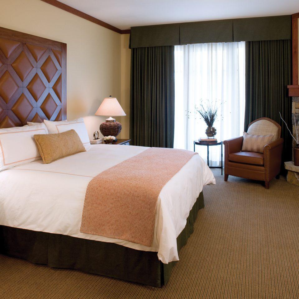Bedroom Fireplace Resort property Suite cottage hardwood home living room night lamp