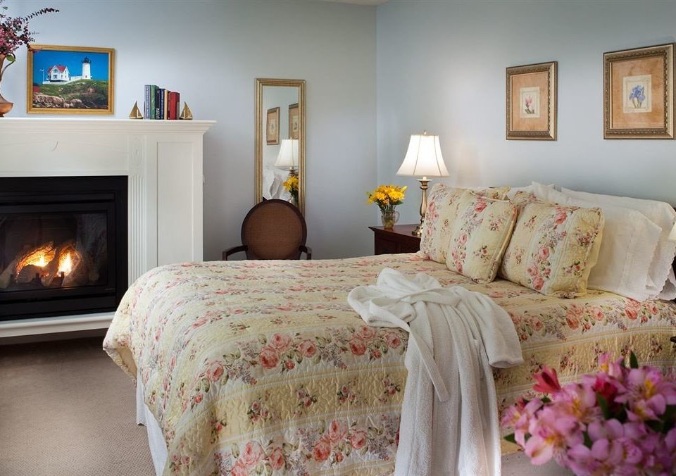 property Bedroom living room cottage Fireplace home bed sheet Suite colorful containing