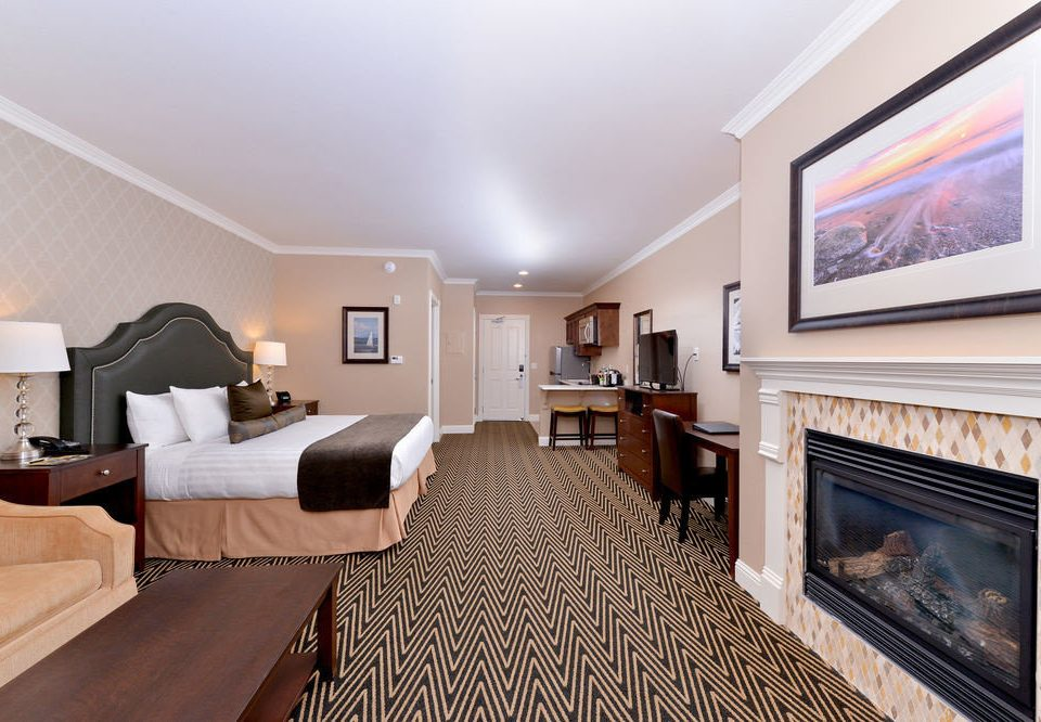 property living room Fireplace Suite home hardwood condominium cottage Bedroom