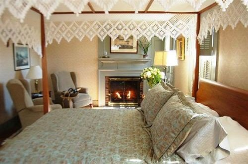 property cottage Bedroom Fireplace home Villa living room farmhouse Suite mansion