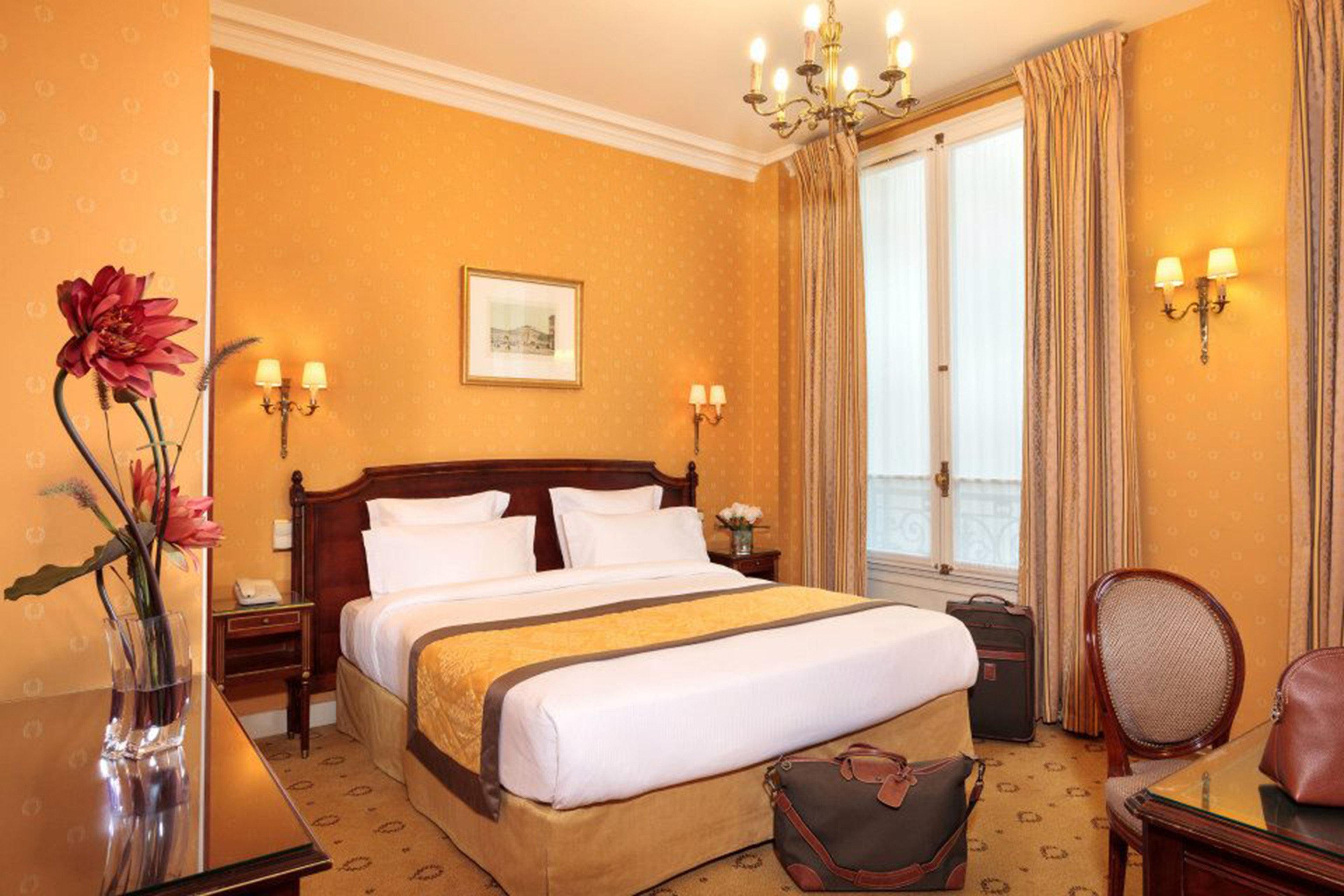 Bedroom Hip Historic Luxury Modern Rustic Suite property cottage