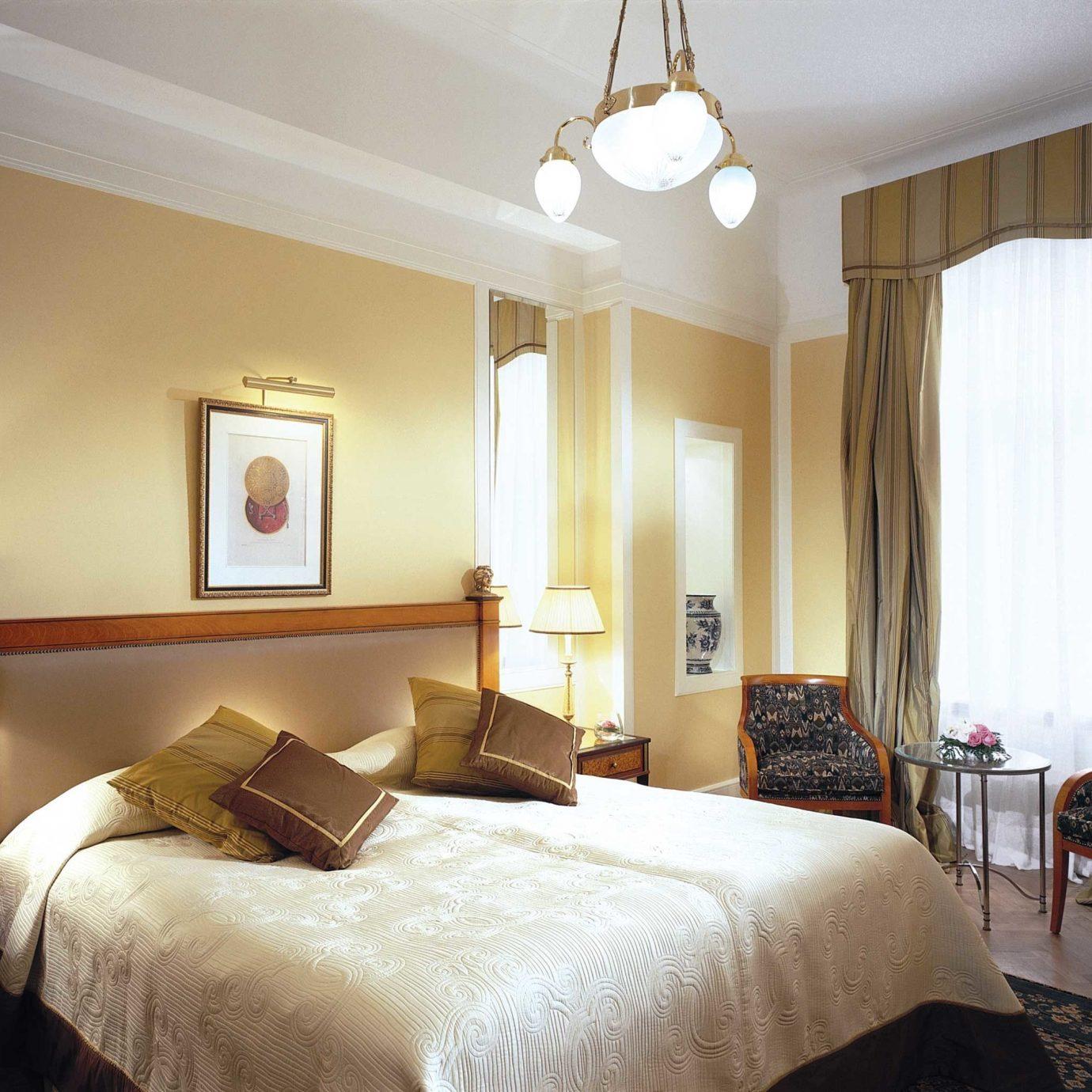 Bedroom Hip Hotels Luxury Luxury Travel Suite sofa property scene double living room cottage Villa flat lamp