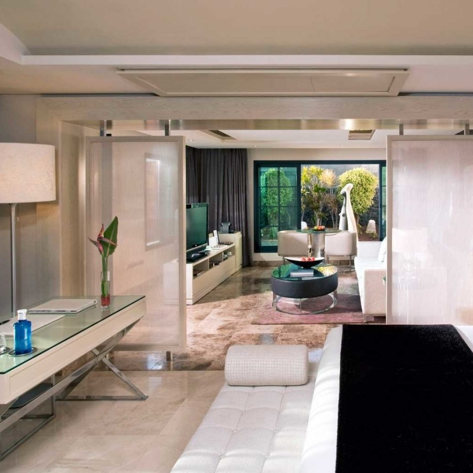 Bedroom Hip Lounge Luxury Modern Suite property condominium living room home mansion Villa
