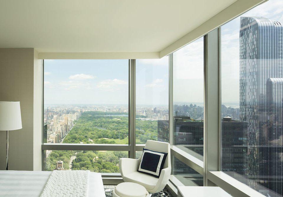 Bedroom Hip Lounge Luxury Suite property condominium house home daylighting overlooking living room nice professional