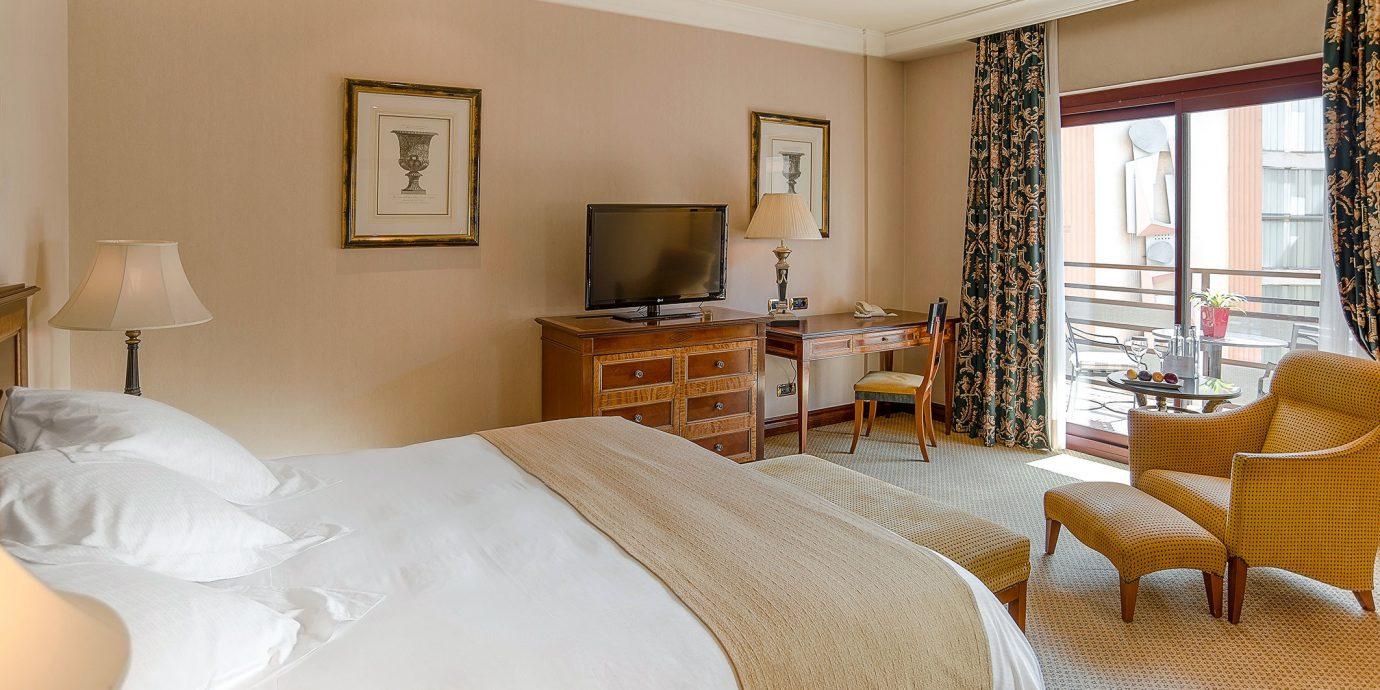Bedroom Hip Lounge Luxury Modern Suite property home hardwood cottage living room