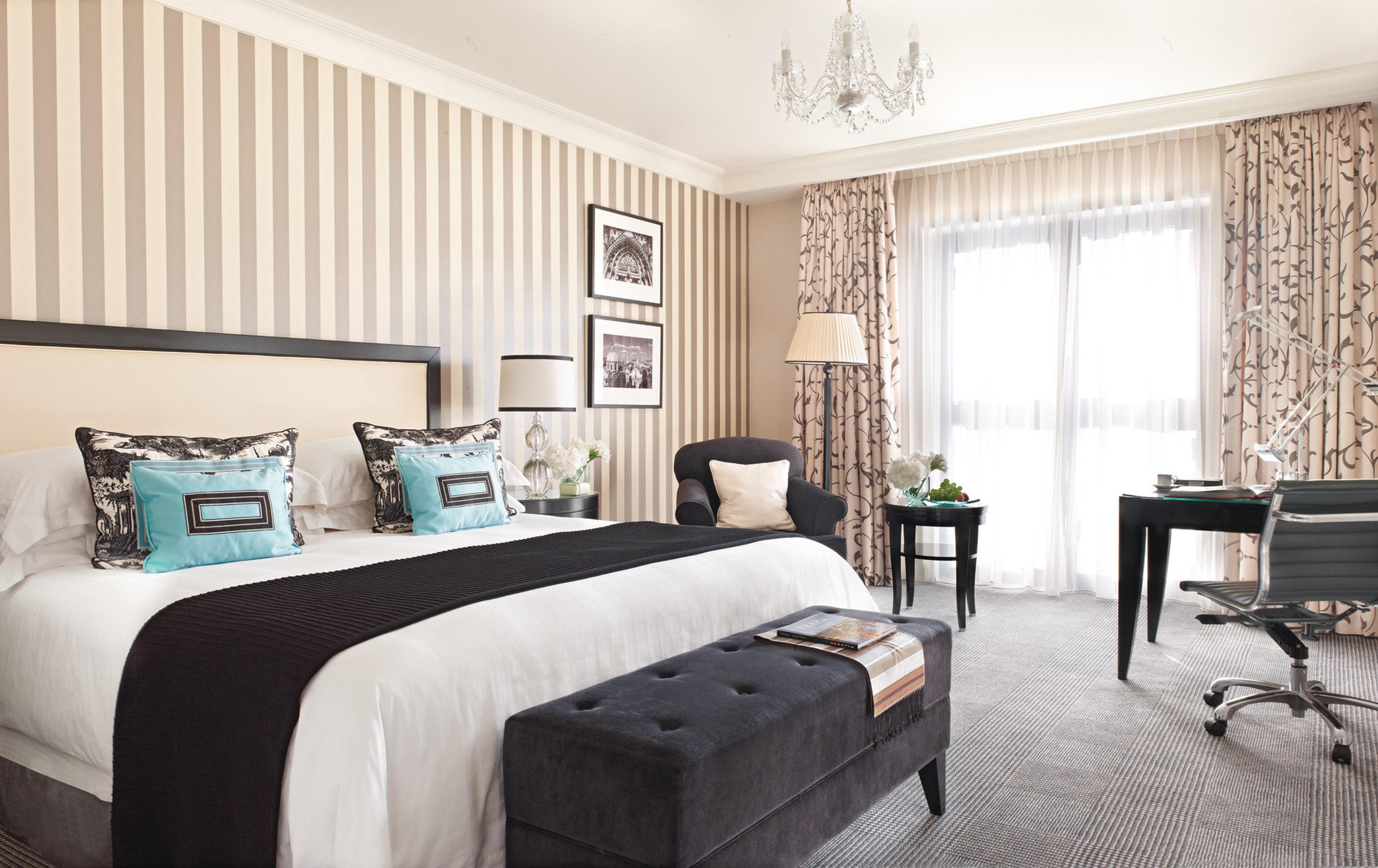 Bedroom Hip Lounge Luxury Modern Romantic Suite sofa property living room home condominium cottage bed sheet
