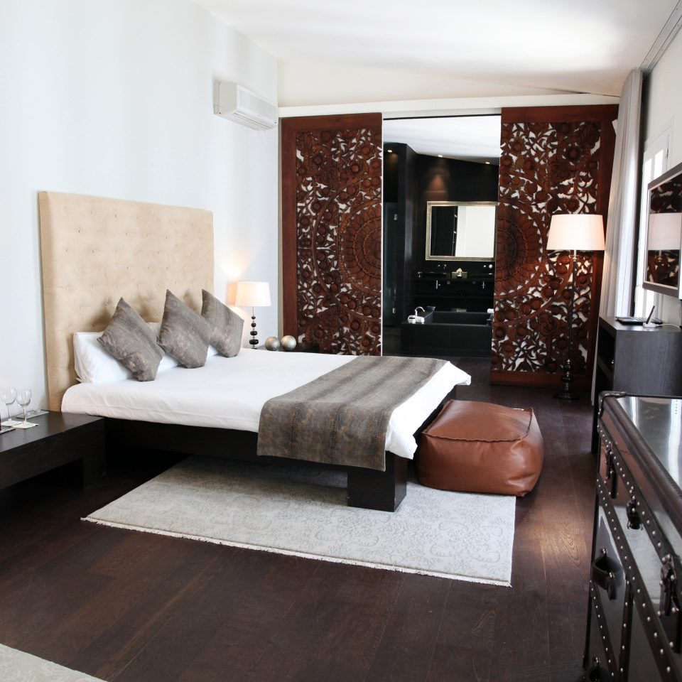 Bedroom Hip Lounge Luxury Modern Suite living room property home condominium