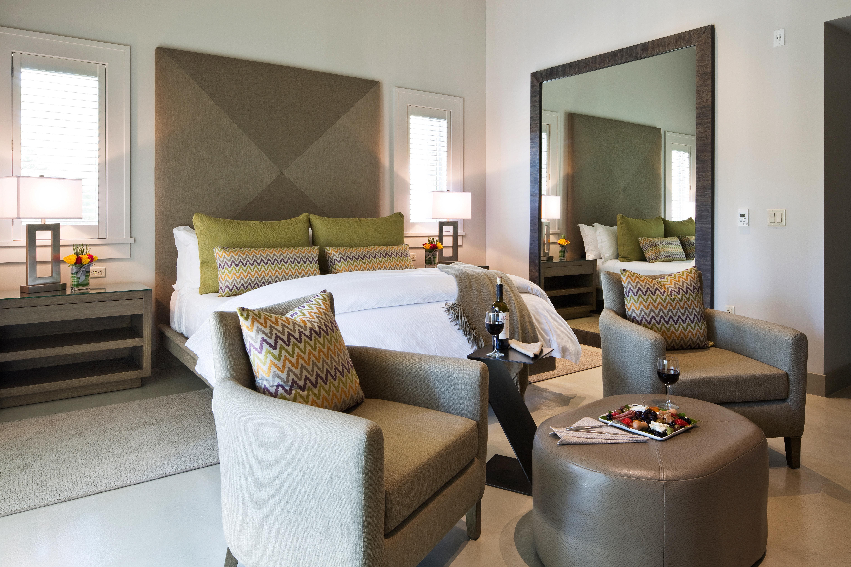 Bedroom Hip Luxury Modern Suite property living room condominium home Villa cottage