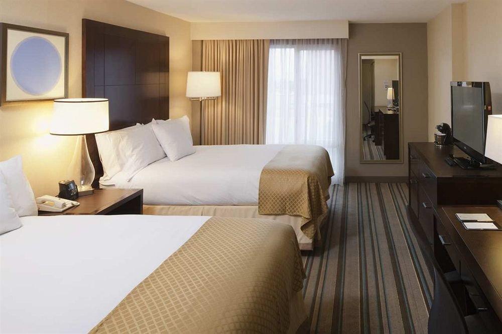 Bedroom Hip Luxury Modern Suite property cottage condominium flat