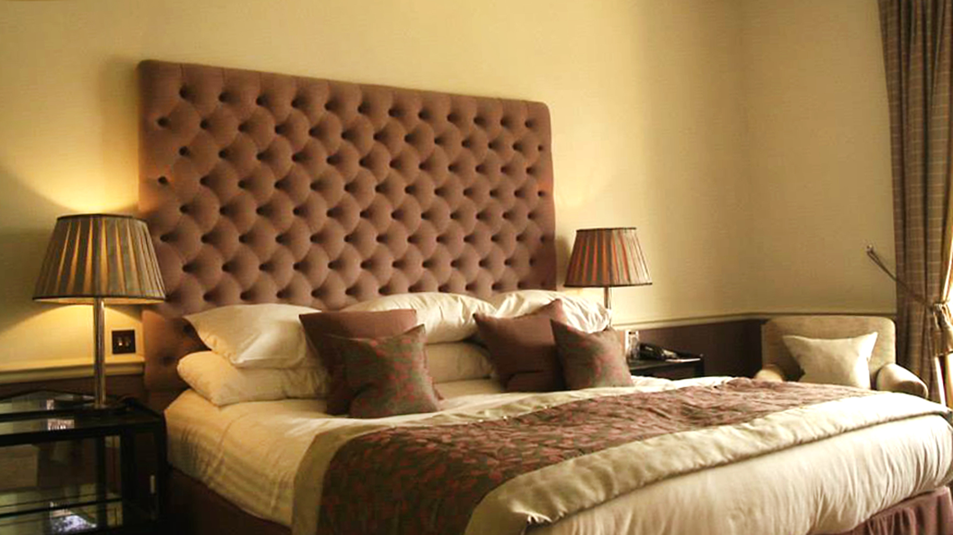 Bedroom Hip Luxury Modern Suite sofa property hardwood living room cottage bed frame bed sheet lamp