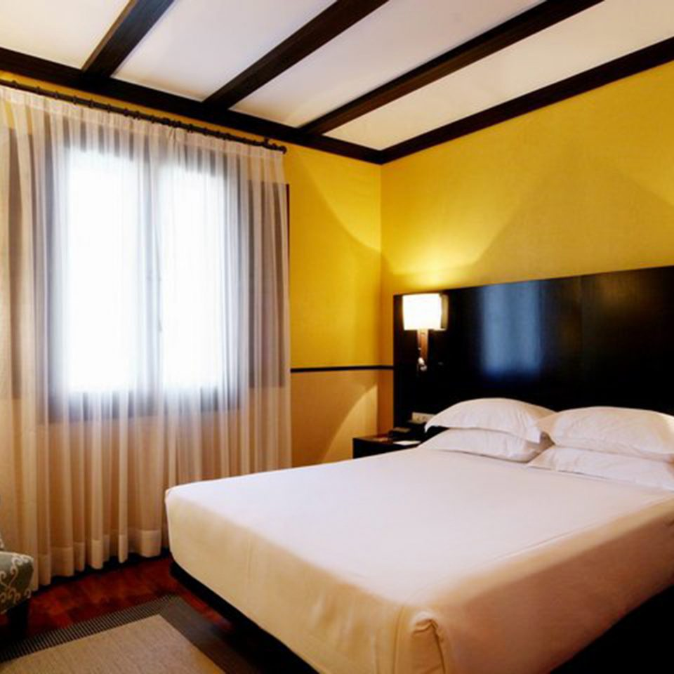 Bedroom Hip Luxury Modern Suite property Resort lamp