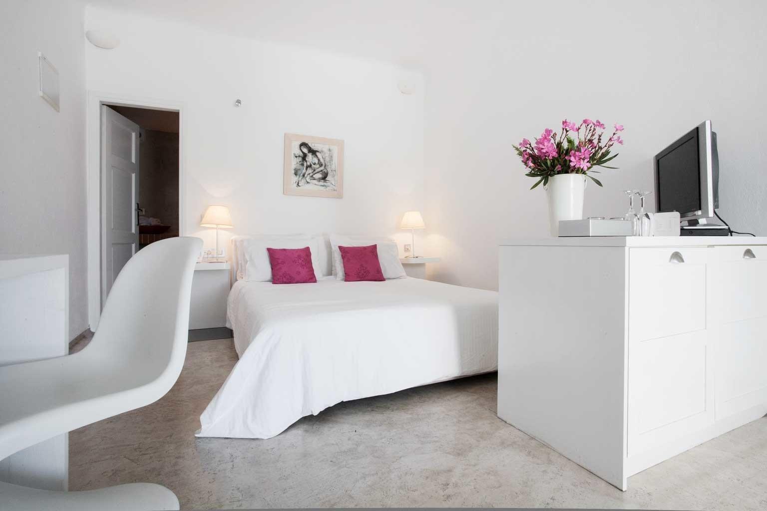 Bedroom Hip Luxury Modern Suite property living room