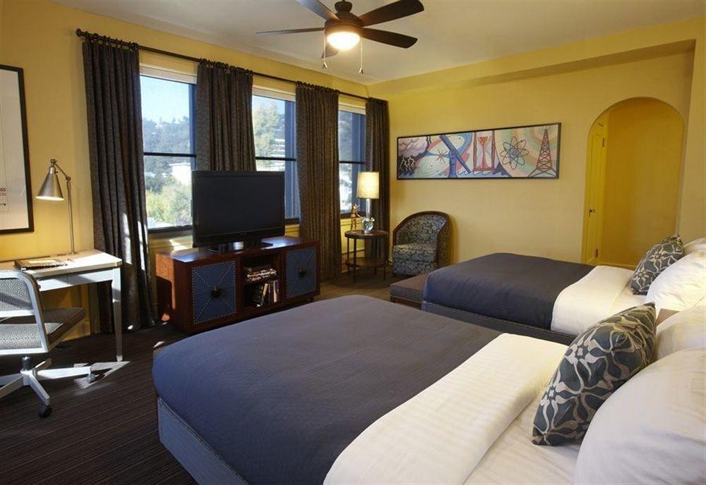 Bedroom Hip Luxury Modern Suite property living room condominium cottage home Villa