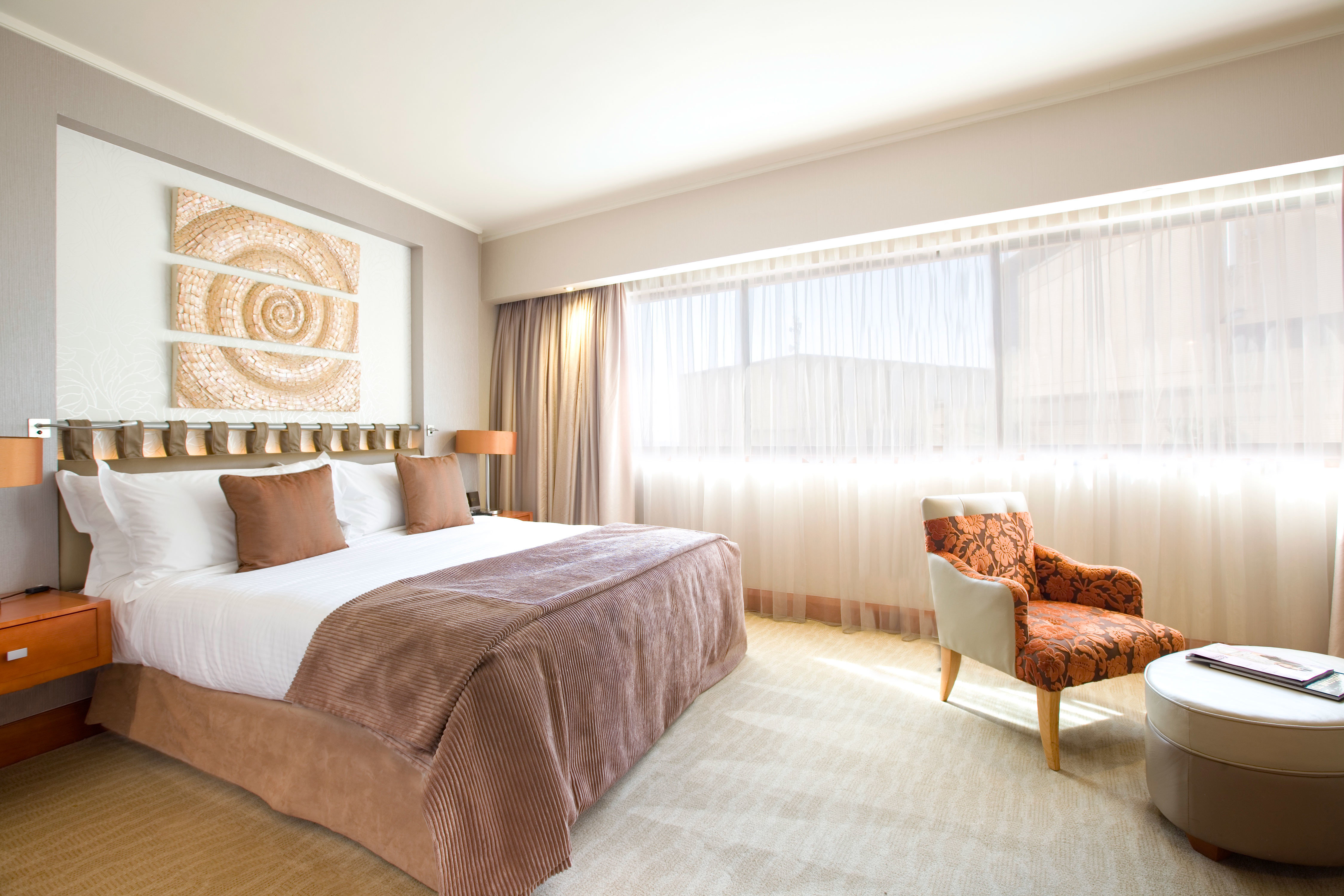 Bedroom Hip Luxury Modern Scenic views Suite sofa property living room condominium home cottage