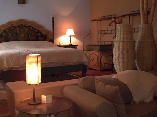 Bedroom Hip Luxury Modern Suite property living room cottage lamp