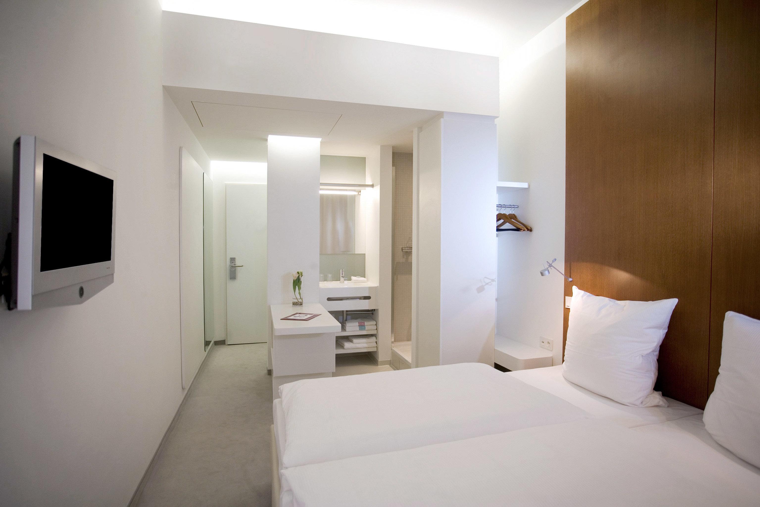 Bedroom Hip Luxury Modern Suite property white cottage condominium