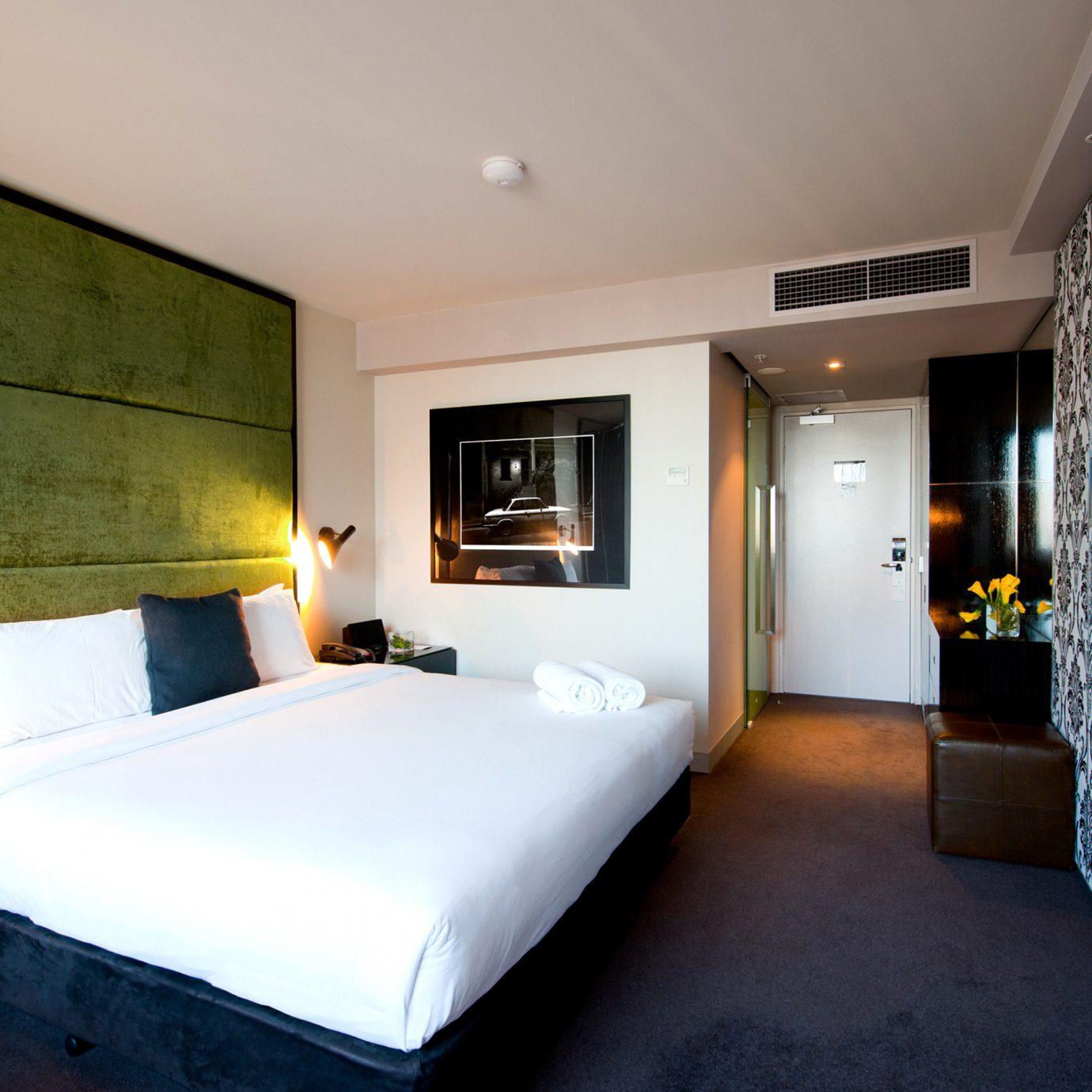 Bedroom Hip Luxury Modern Suite property home condominium cottage Villa living room