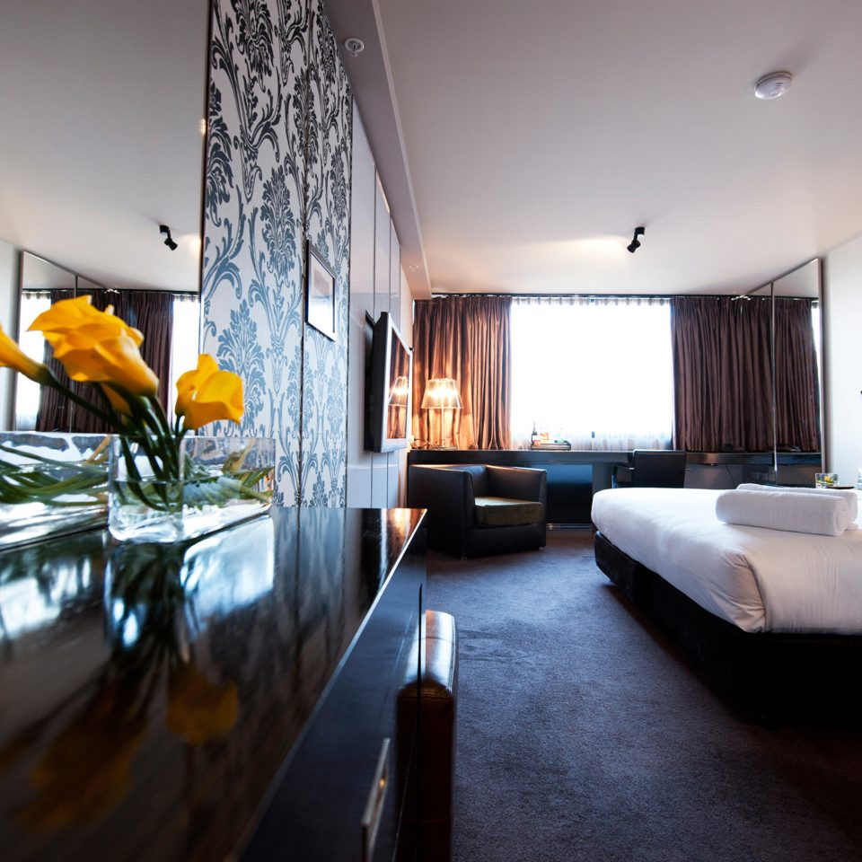 Bedroom Hip Luxury Modern Suite property house home restaurant condominium Villa living room